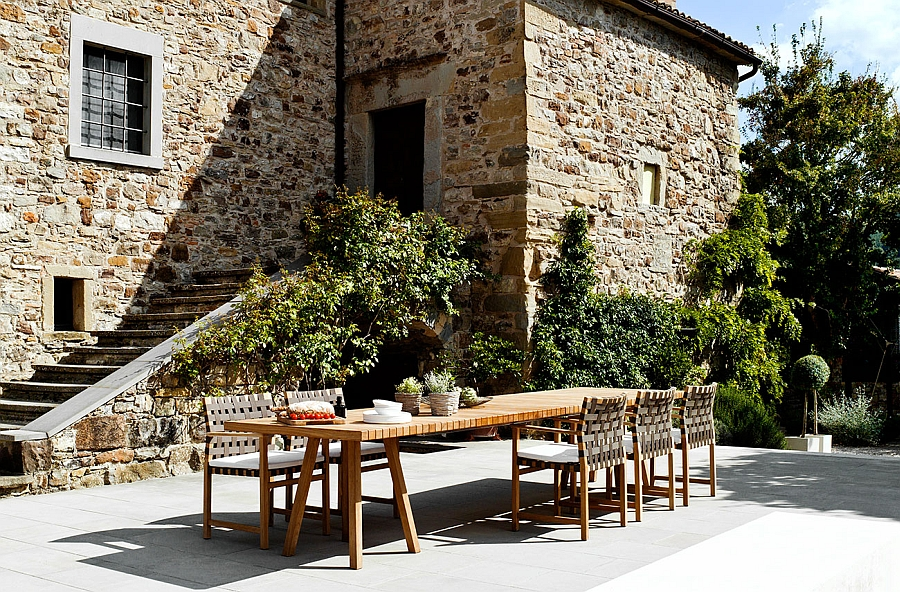 Trendy Outdoor Decor Blends Minimalism with the Warmth of Teak