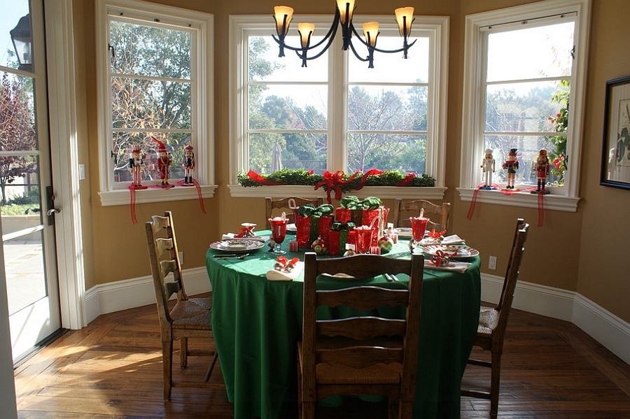 Simple and effective way to decorate the dining space this Christmas [Design: Jill Asher]