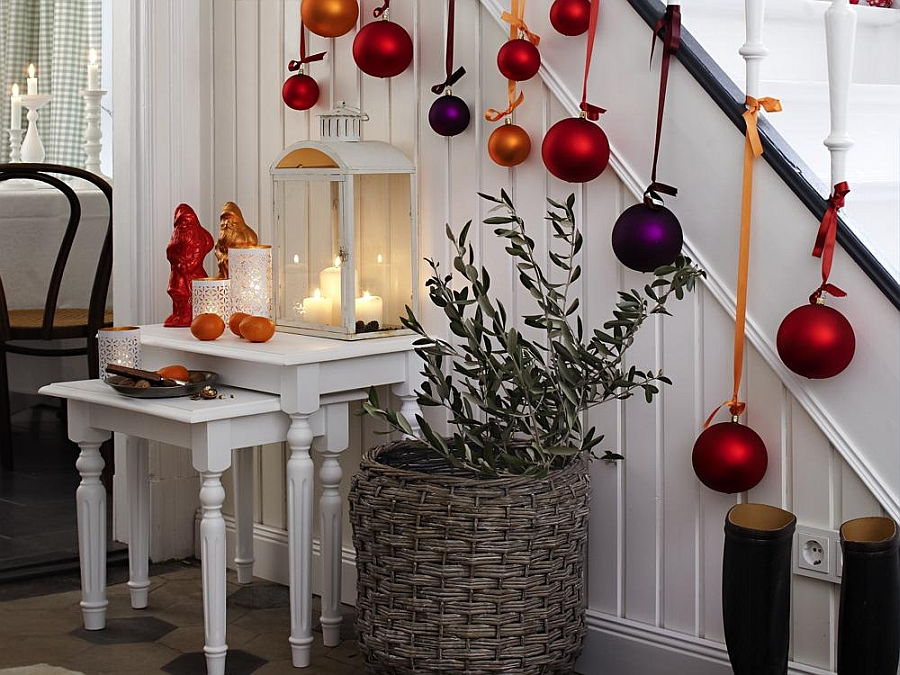 23 gorgeous christmas staircase decorating ideas for Salon xmas decorations