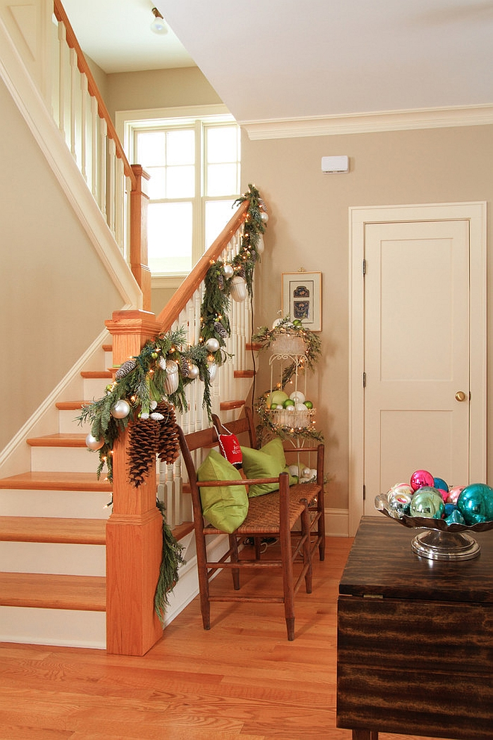 Simple staircase Christmas garland for the farmhouse style home [Design: the gudhouse company]