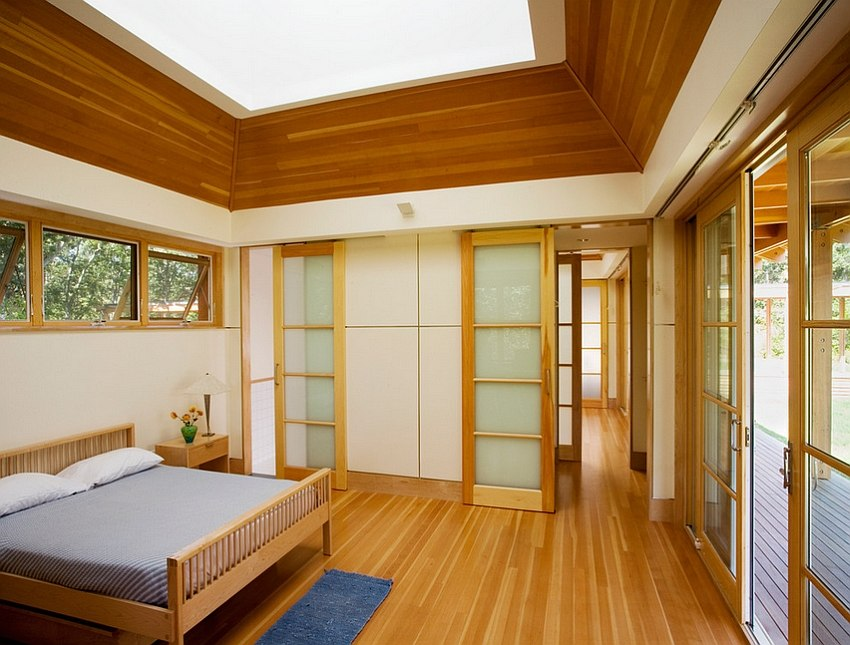 Skylight gives the bedroom a spacious and elegant appeal [Design: Moskow Linn Architects]