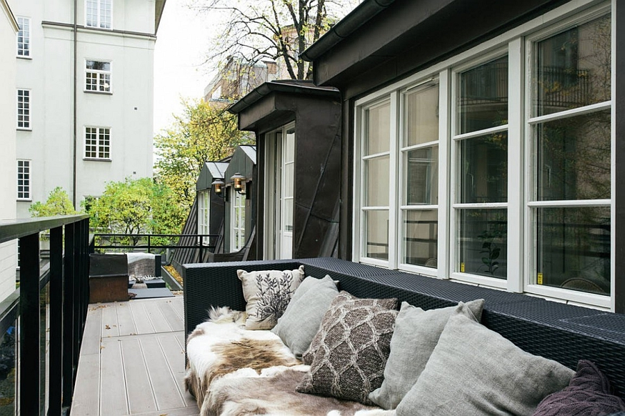 Small deck space overlooking the street