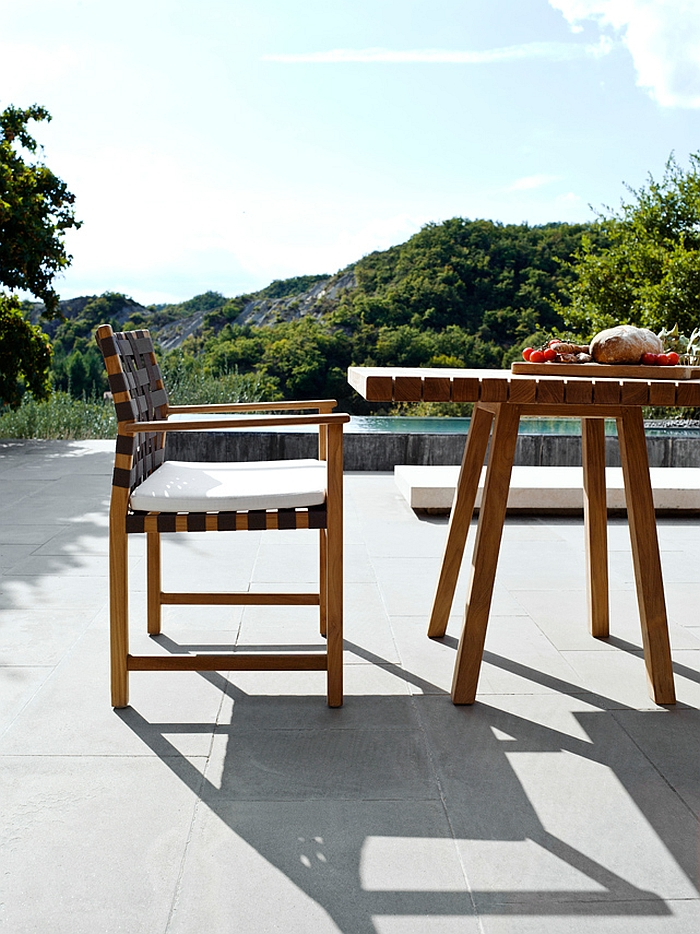 Smart matching silhouette of the Vis à vis chair and outdoor table