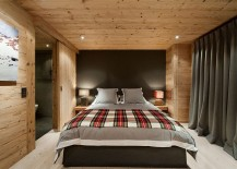 Smart use of bedside lamps to bring symmetry into the room