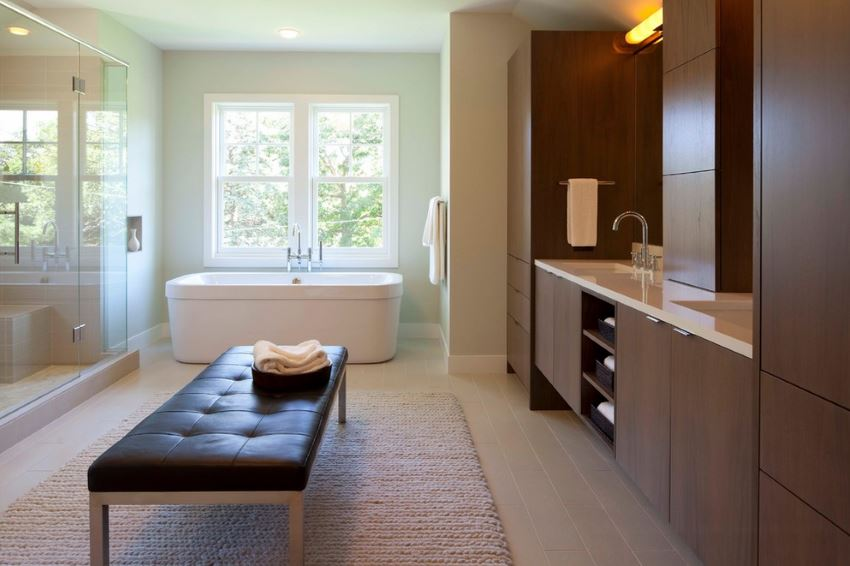 Soft surfaces in a contemporary bathroom