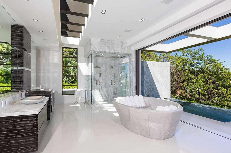 Spa-styled grand bathroom visually connected with teh outdoors
