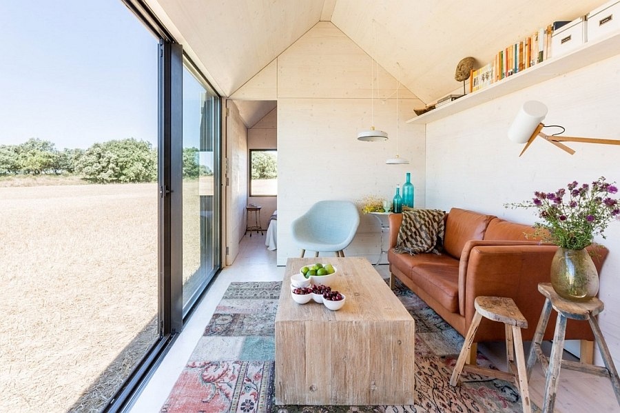 Spanish Fir wood from regulated forests shapes the interior of the micro home