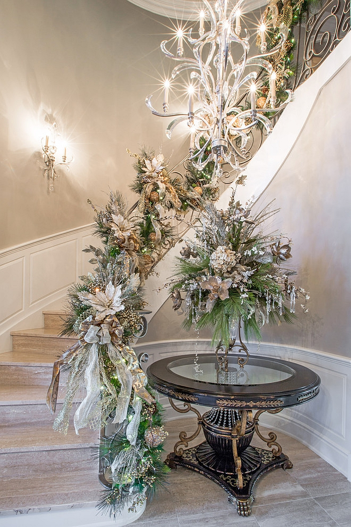 Sparkling Christmas decorations for the spiral staircase [Design: Linly Designs]