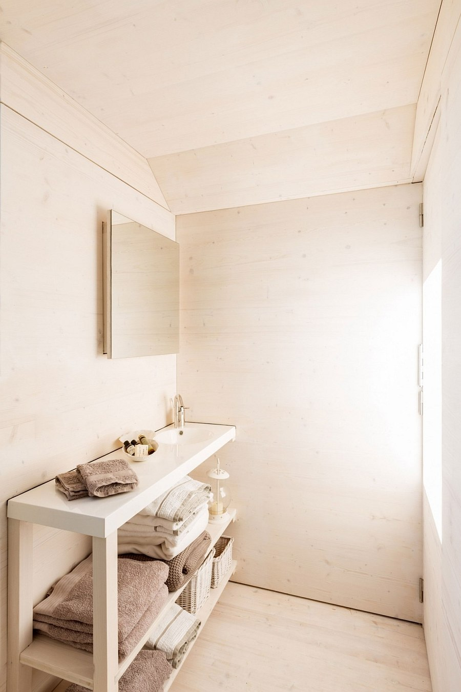 Tiny bathroom vanity of the chic portable home