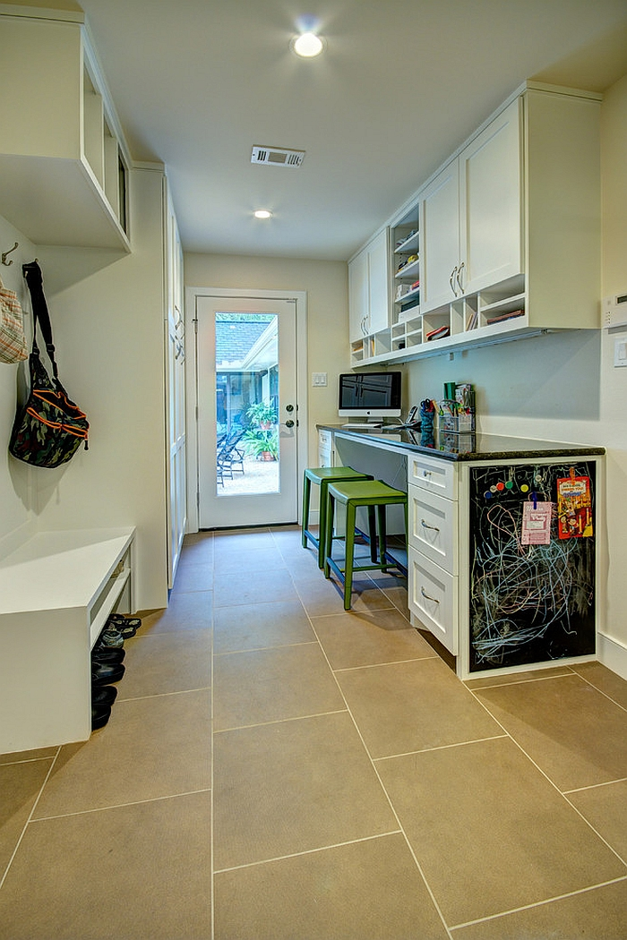 Turn the laundry room entry into a workstation [Design: Realty Restoration]