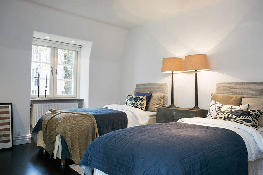 Twin beds in the bedroom with matching bedside lamps
