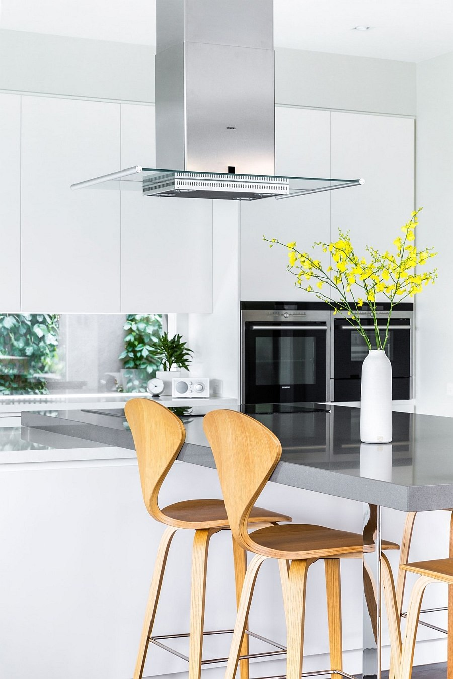Wonderful blend of glossy and matte surfaces in the kitchen