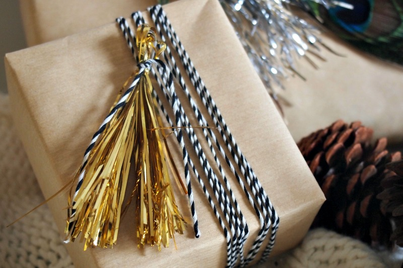 bakers-twine-and-tassel-giftwrap