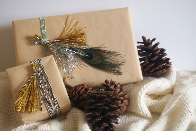 giftwrap-using-metallic-tinsel