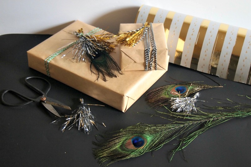 giftwrap-using-tinsel-tassels