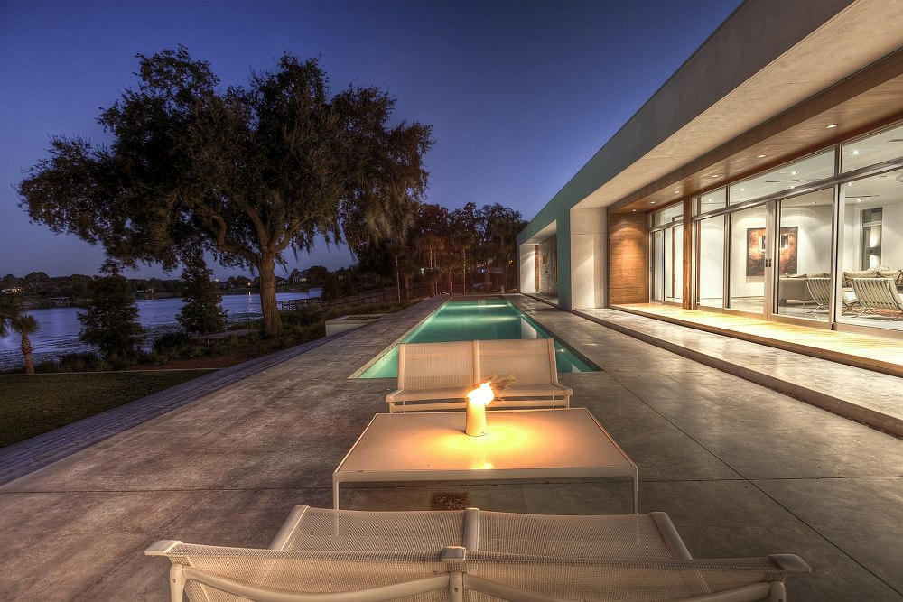 A perfect outdoor lounge to enjoy the pleasant evenings in Florida