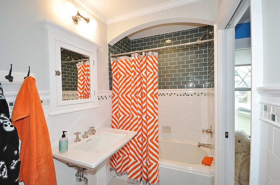 A shower curtain with orange pattern is all you need at times! [Design: Habitat Architecture]