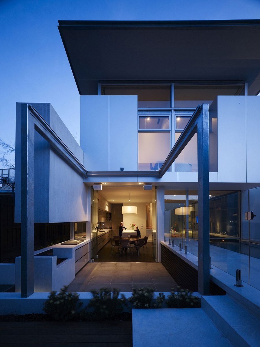 Beautiful lighting adds to teh ambiance of the modern residence