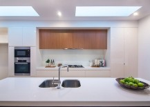 Beautiful-modern-kitchen-in-white-with-plenty-of-natural-ventilation-217x155