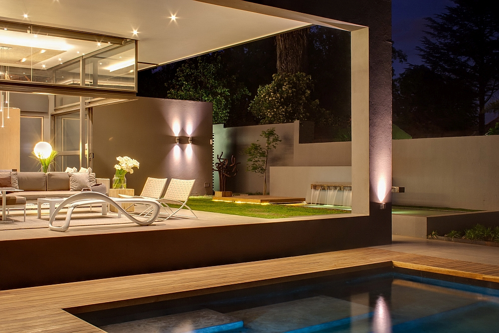 Minimalist house sar by nico van der meulen architects for Pool design johannesburg