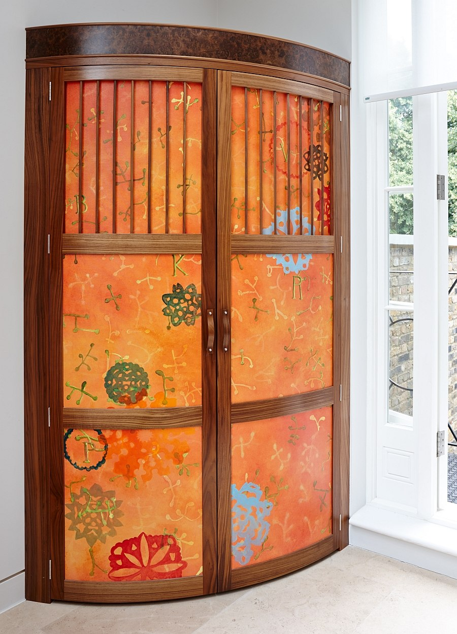 Bespoke corner cupboard adds color to the kitchen