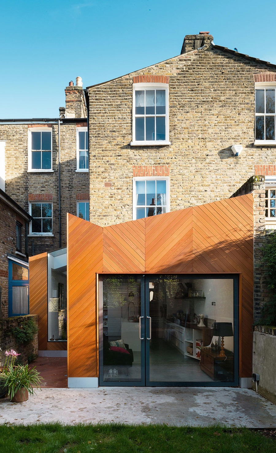 Modern victorian house extension by architecture for london for Modern architecture house london