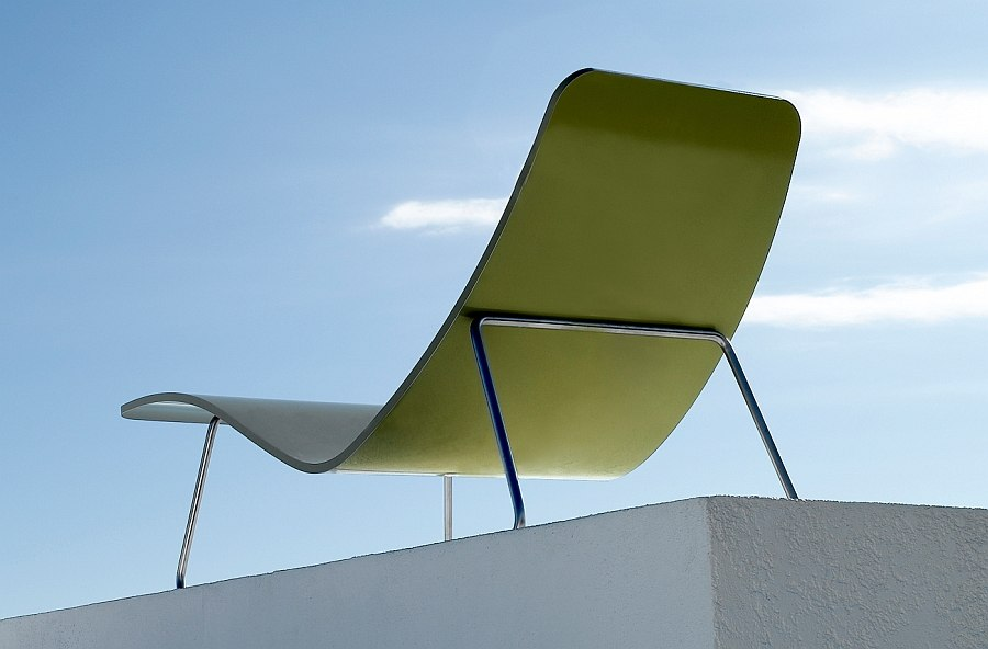 Colorful shell of the lounger adds to your outdoor hangout!