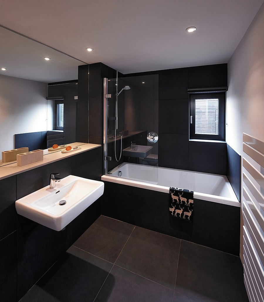 20 exquisite bathrooms that unleash the beauty of black for Photos of contemporary bathrooms