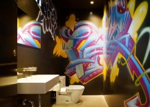 Cool graffiti enlivens the kids' bathroom in black