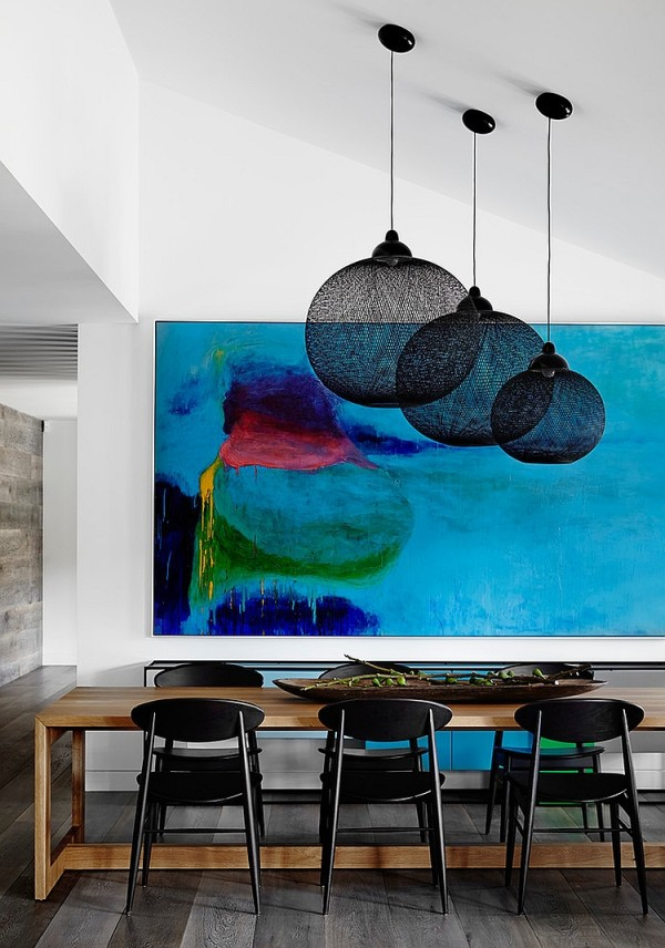 Dashing pendants become a visual part of the painting in the backdrop [Design: Christopher Elliott Design]