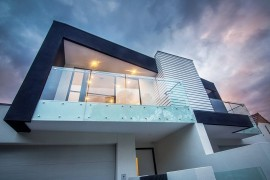 Dramatic facade of the Brighton Duplex in Melbourne