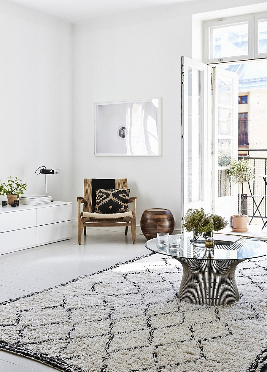 Elegant interior in white with restrained pops of black