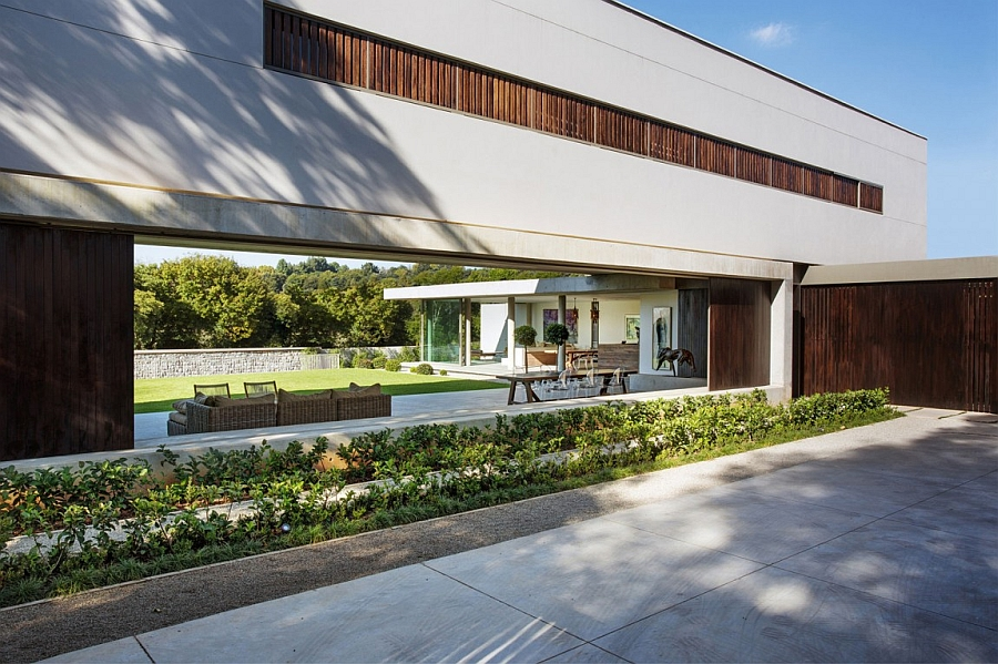 Exclusive Johannesburg residence brings together a variety of natural materials