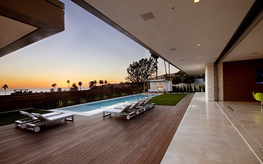 Exclusive contemporary beach house with views of the Pacific Ocean