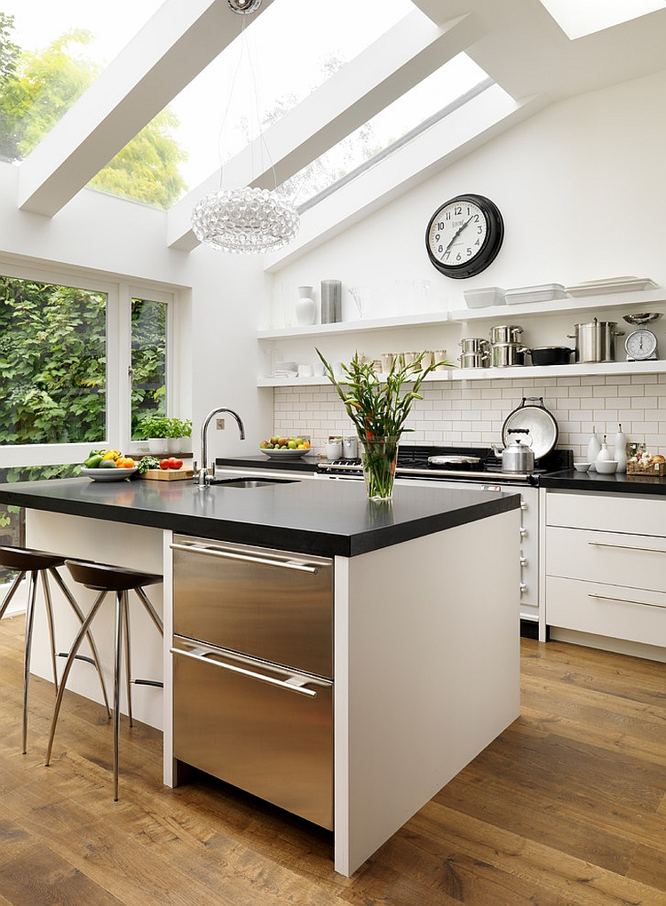 Superieur View In Gallery Exquisite Bespoke Kitchen Design With Skylights [Design:  Roundhouse]