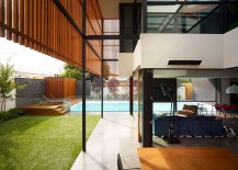 Fabulous-Aussie-house-showcases-a-seamless-indoor-outdoor-connectivity-217x155