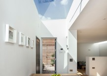 Fabulous-contemporary-dining-room-offers-a-stunning-window-to-the-sky-217x155