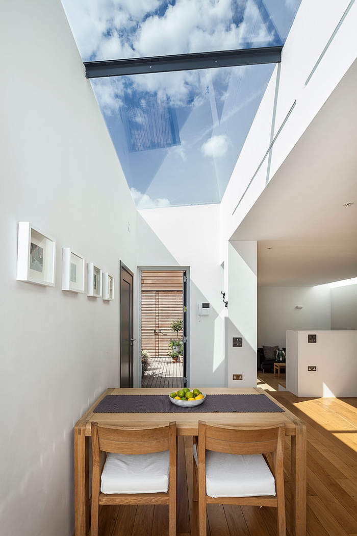 27 dining rooms with skylights that steal the show for Room design roof