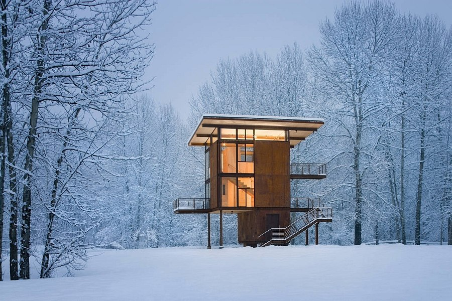 Fabulous mountain getaway clad in steel and plywood Delta Shelter: Adaptable Prefab Cabin Retreat with Cool Operable Windows