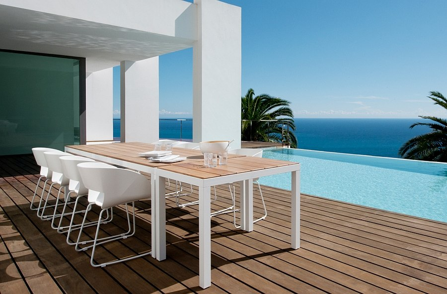 Fabulous outdoor dining space next to the pool overlooking the ocean