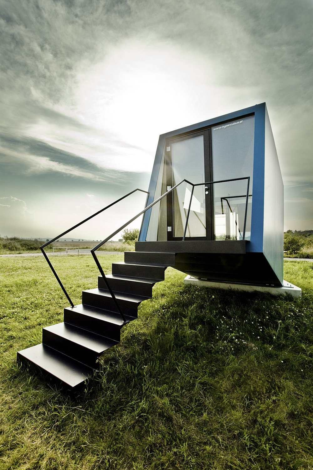Hypercubus mobil hotel for two