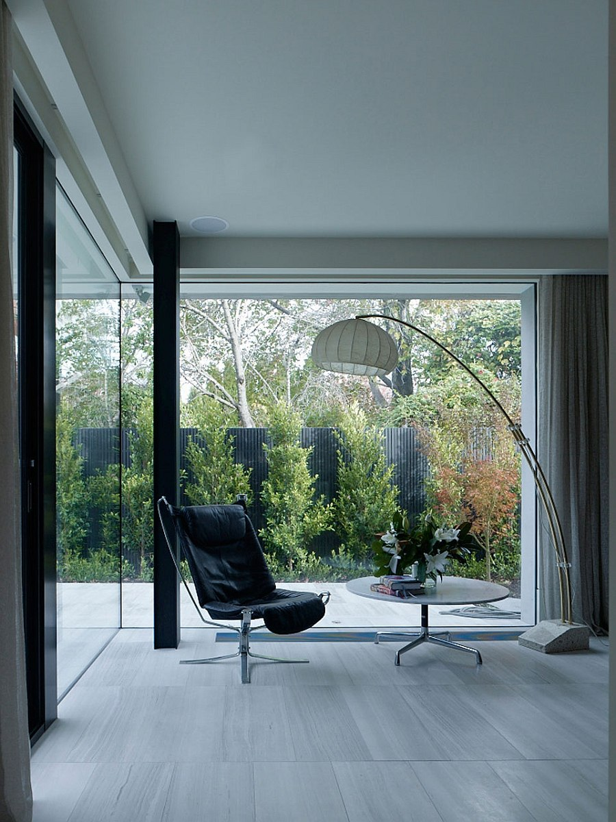 Interior of the contemporary home opening up towards from the private backyard