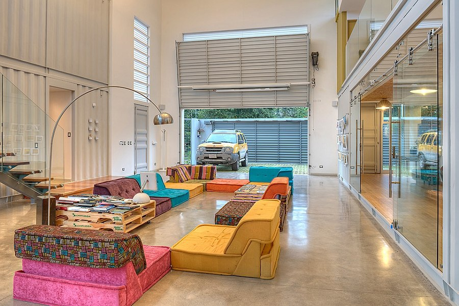 Large area doubles a botha living zone and a photo studio