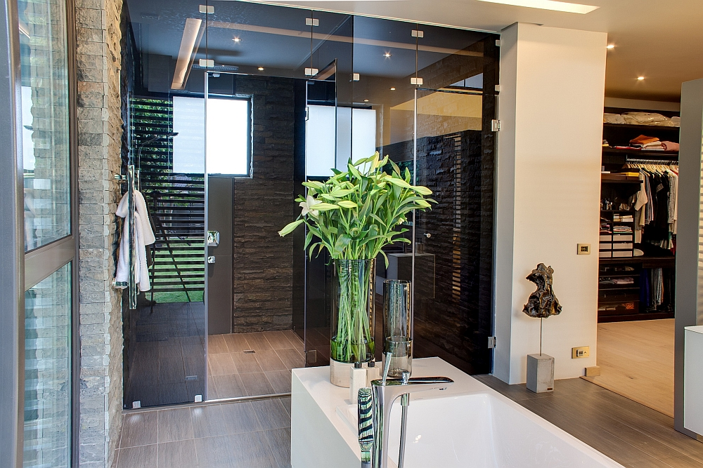 Minimalist House Sar by Nico van der Meulen Architects
