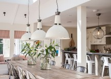 Natural materials and decor give the beach style dining a serene look
