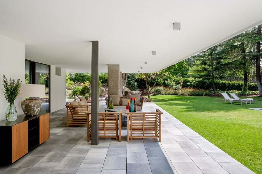Outdoor lounge and dining space are an extension of the interior