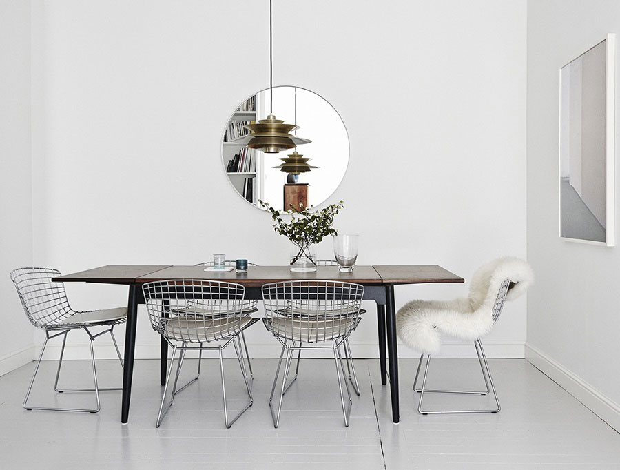 Pendant light brings a touch of metallic charm to the dining room