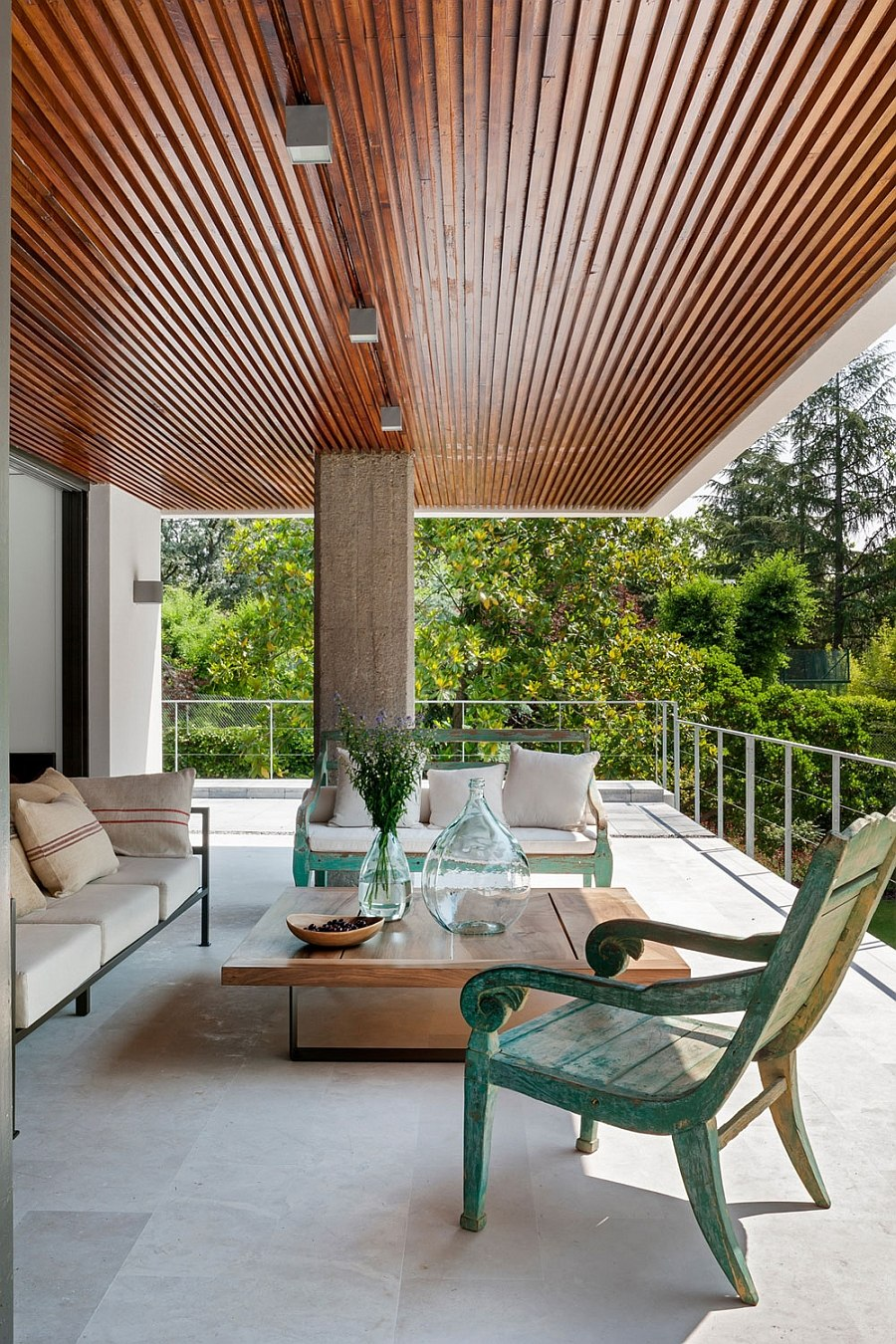 Pergola inspired design of the roof keeps away the sun
