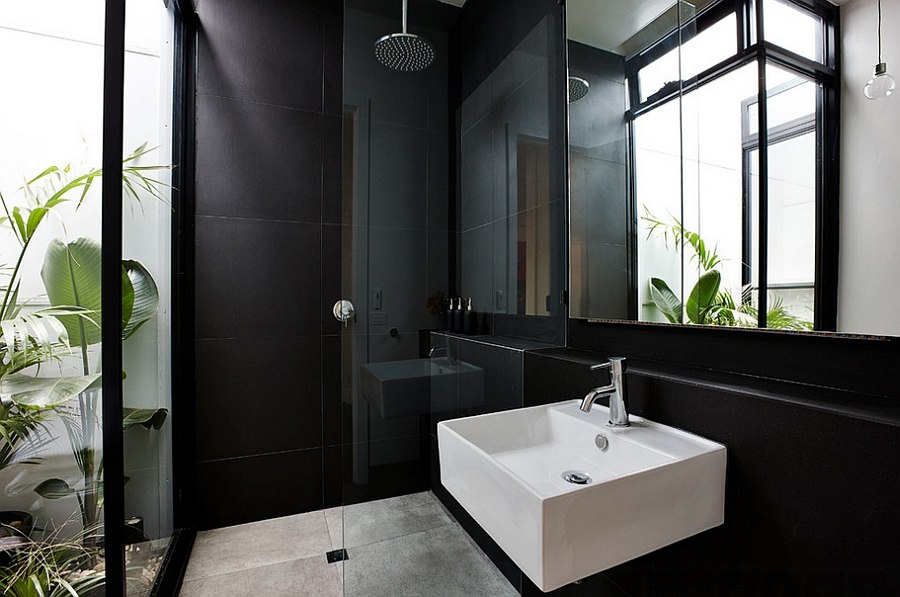 Plants give the contemporary bathroom in black a tropical flavor