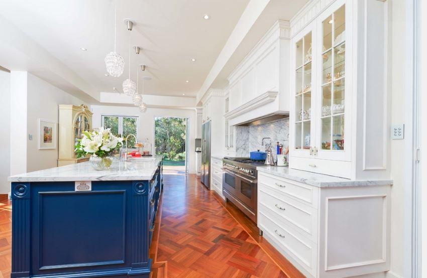 Radiant blue in a stunning white kitchen
